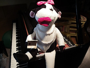Animated Musical Singing Cow