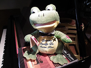 Animated Musical Singing Frog