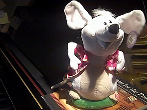 Animated Musical Singing Mouse
